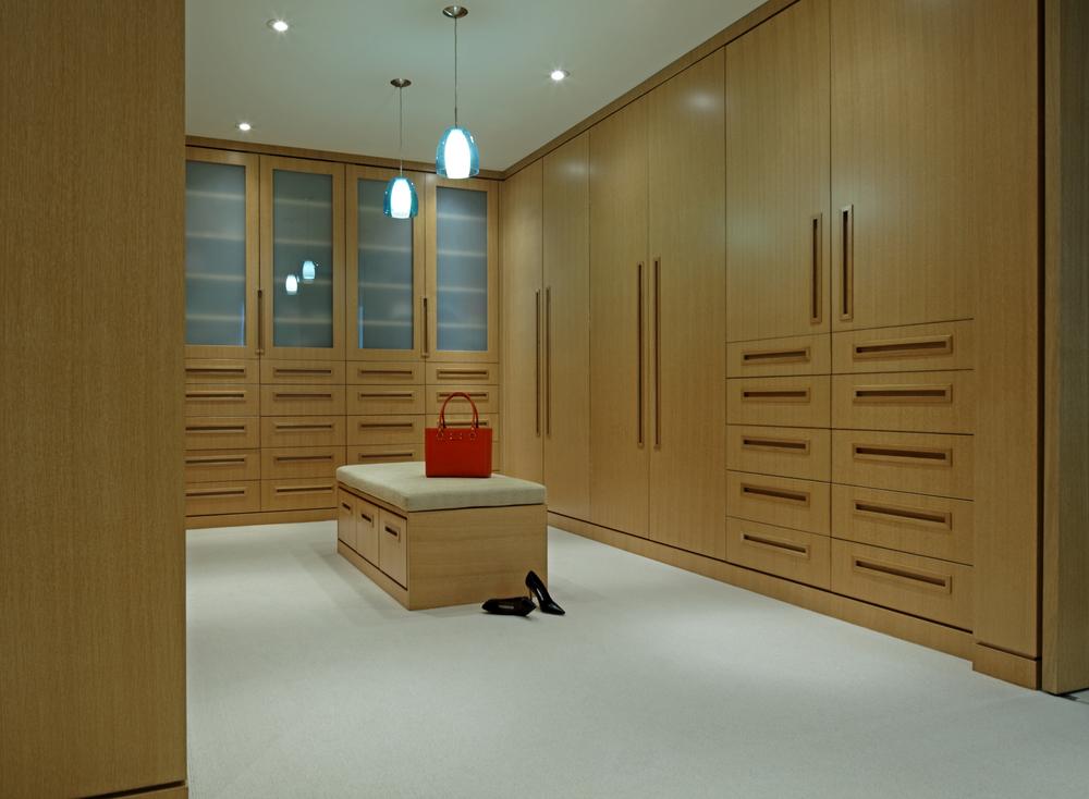 10_Walk-In Closet.jpg