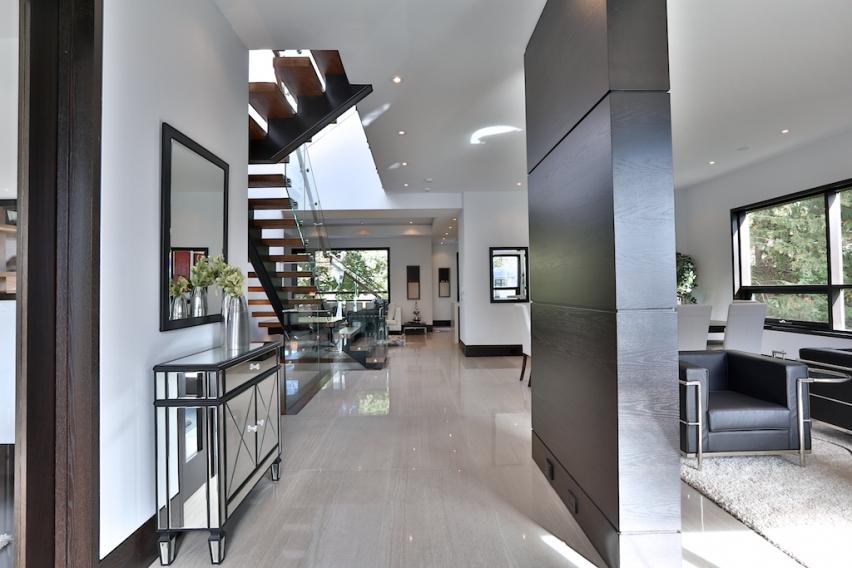 Modern Toronto Home Hallway & Stairway