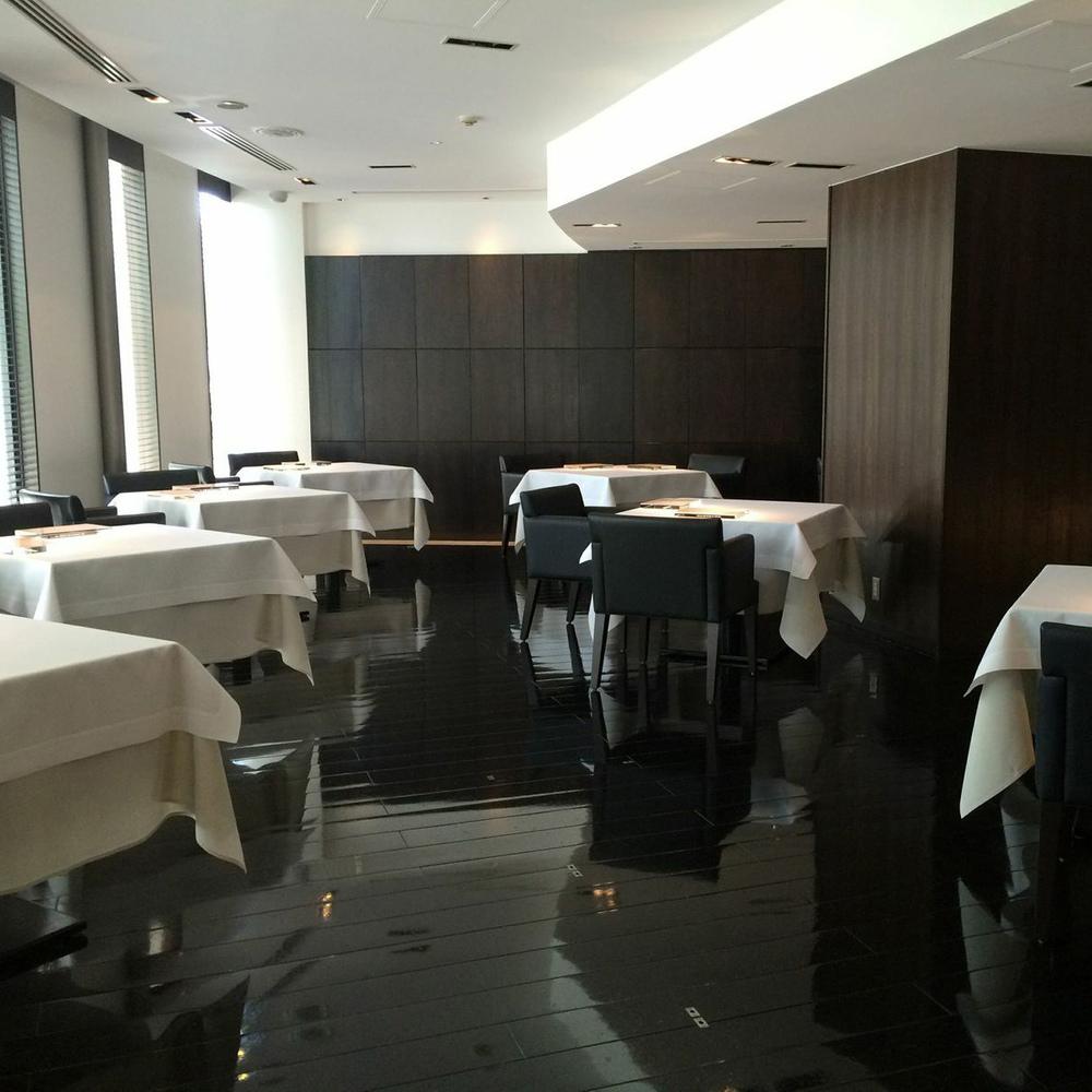 narisawa_restaurant_interior_w.jpg