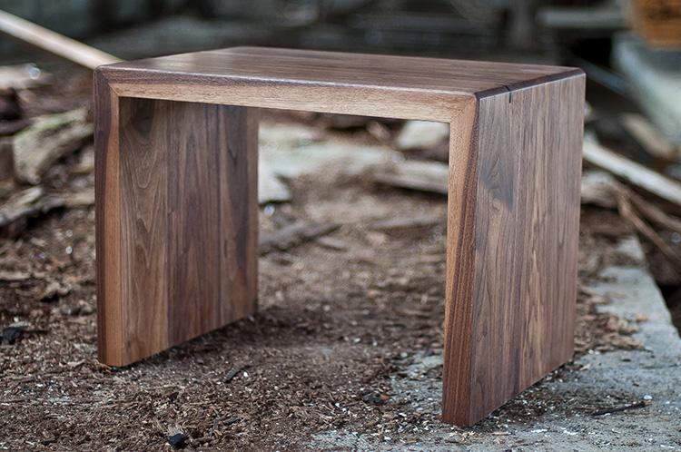karapanos bench