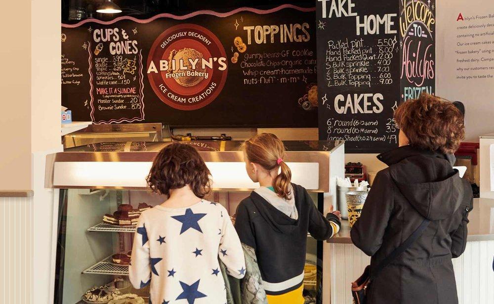 8-abilyns-frozen-bakery-store-chalkboardl.jpg