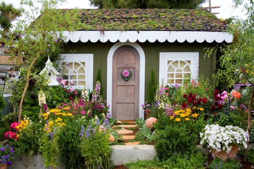 softgardening: Garden Ideas: Cottage Garden with nice green roof