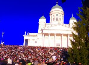 Helsingin Senaatintorilla 08.12.2015 klo 12 kajahti Finlandia-hymni.