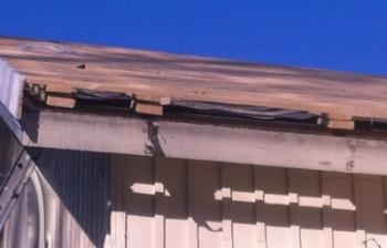 Aluskate ja ilmanvaihto on asennettu, enää puuttuu kattopelti, ja homma on pian niin sanotusti katollaan.