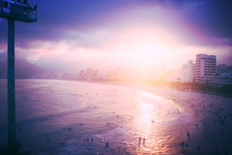 Sunset overlooking Ipanema via Aproador.