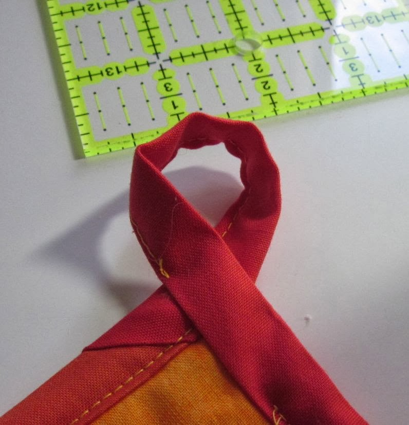 Quilt+Potholder+making+loop+1.jpg
