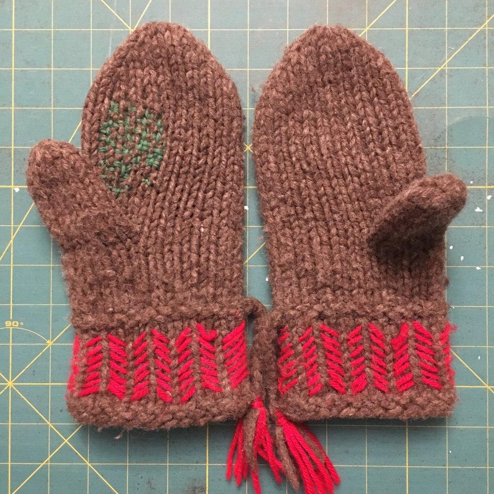 Darning repair of a wool mitten