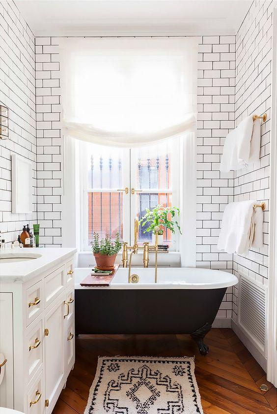 Bathroom Linen Roman Shade