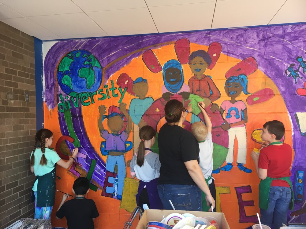 Melodee Strong instructing the kids as they paint the mural.