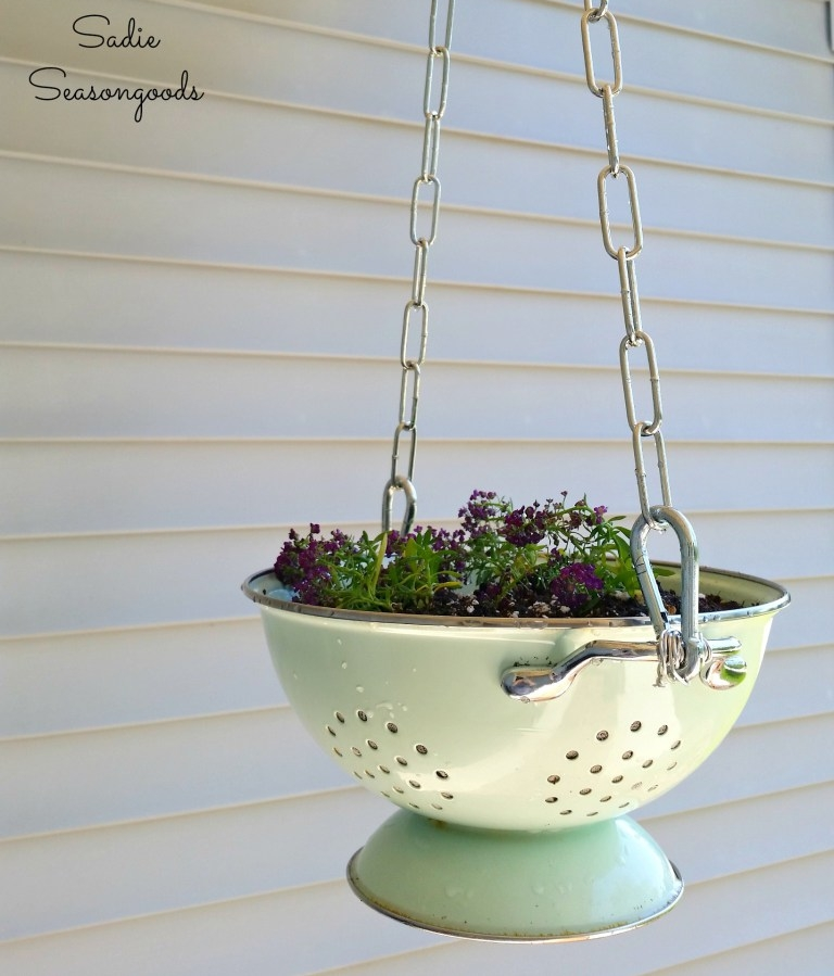 5_repurposing_a_vintage_enamel_colander_into_a_hanging_flower_basket_planter_by_Sadie_Seasongoods.jpg