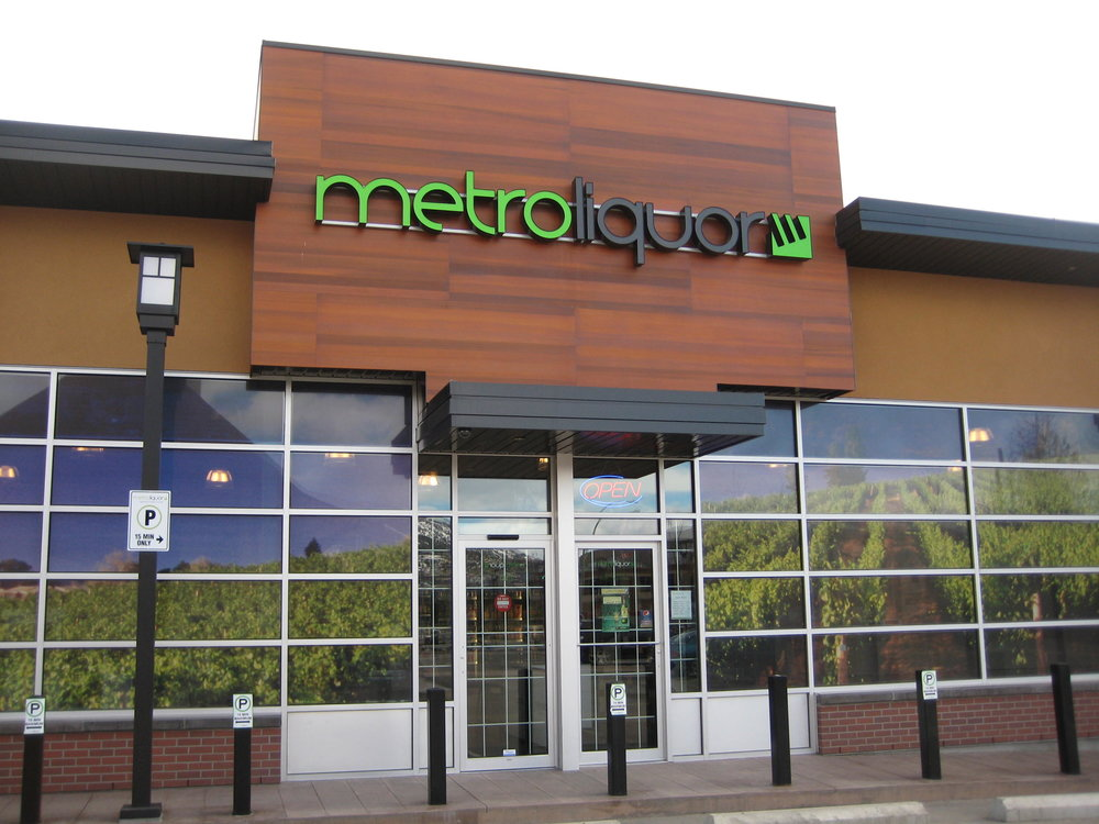 metro liquor_kelowna_ext sign.JPG