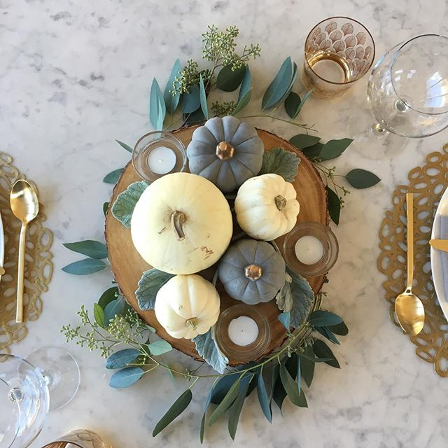 Thanksgiving table loveliness #interiordesign #tablescape #goldaccents #prettypumpkins #saarinen