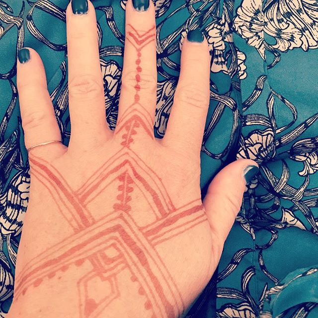 Beautiful Indian wedding traditions #geometrichenna #prettythings