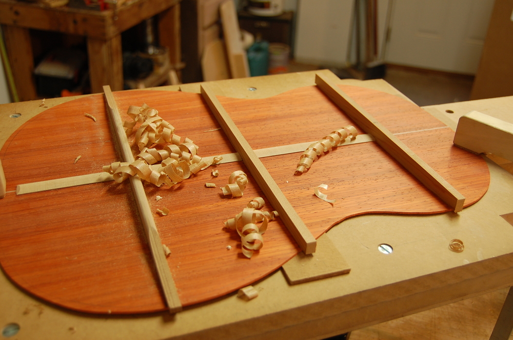 After the glue has set, there are more shavings to be made.  A sharp chisel cuts through the Cedar como mantequilla.