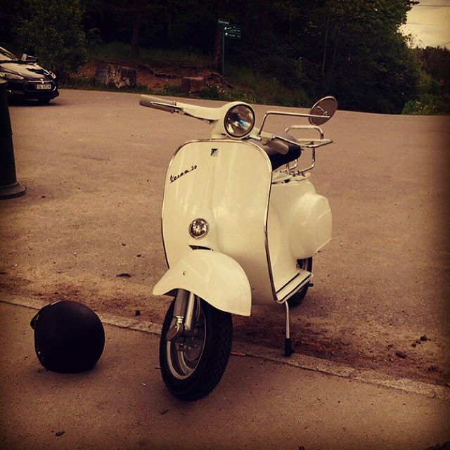 Out riding On my Vespa from 1965. Awsome! #vespa #vespagram #vespamania #vespa1965 #scooter #oslo #norway#bygdøy #ride#italy #vespaitaly #eddyskitchen