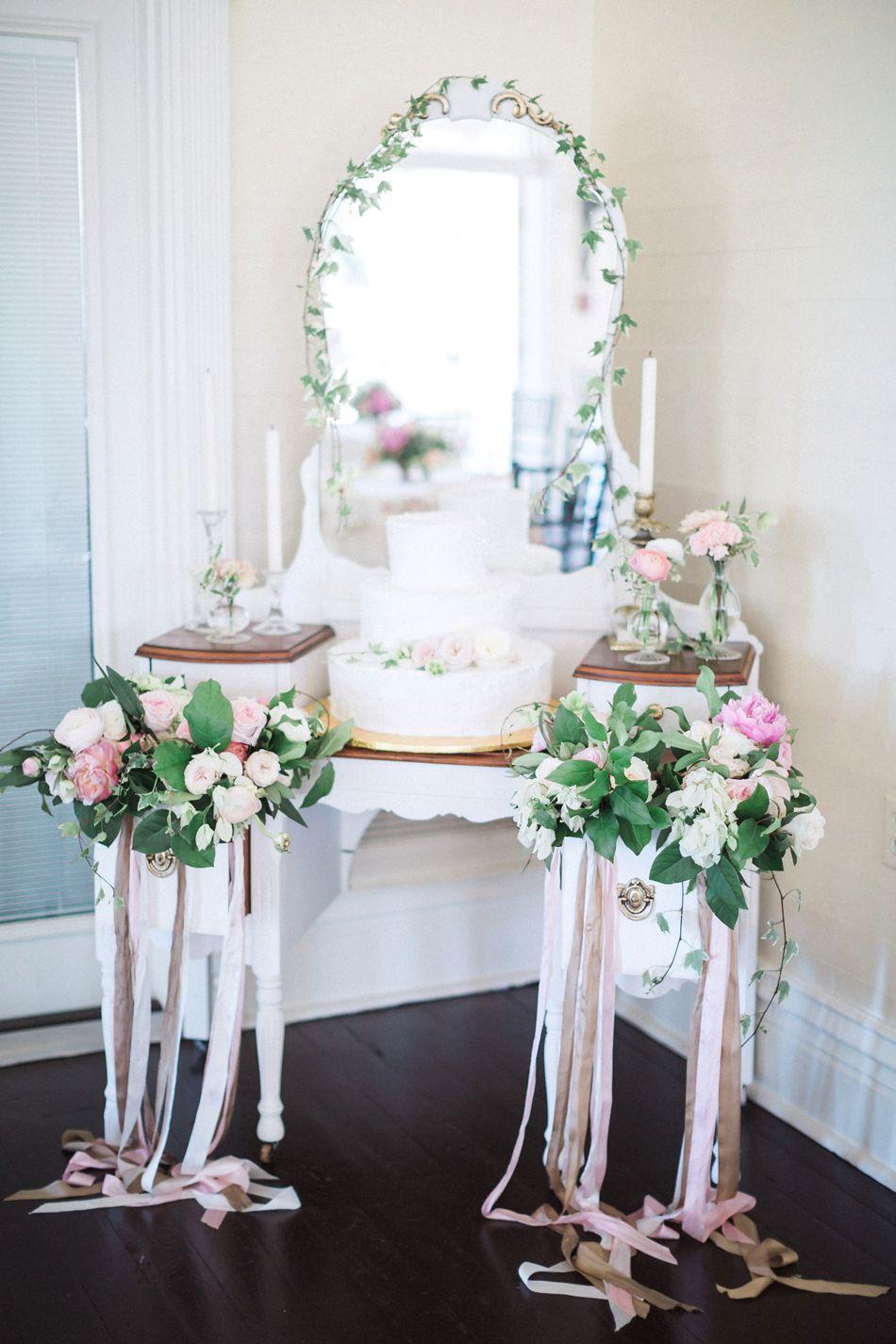 Cocktail-Reception-Wedding-Garden-Inspired-Hunter-Ryan-Photo-Elleson-Events_0524.jpg