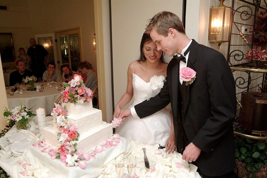 Cake cutting, 2004.