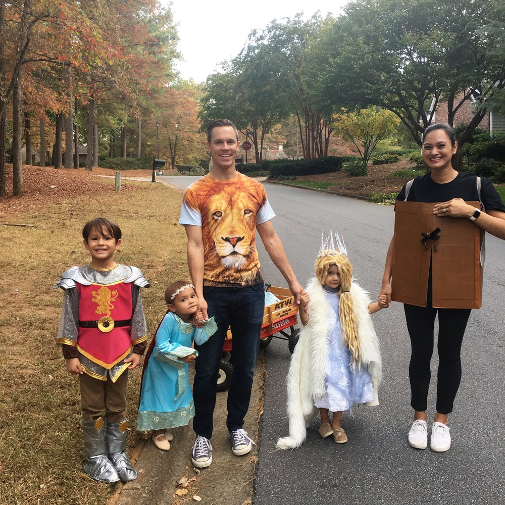 Halloween 2016: The Lion, the Witch, and the Wardrobe (and Queen Lucy and King Edward)