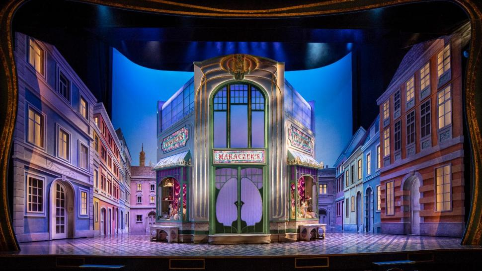 a review of little shop of horrors at the lyric opera theatre Theatre review of little shop of horrors (book and lyrics by howard ashman, music by alan menken) at birmingham rep, reviewer: steve orme.