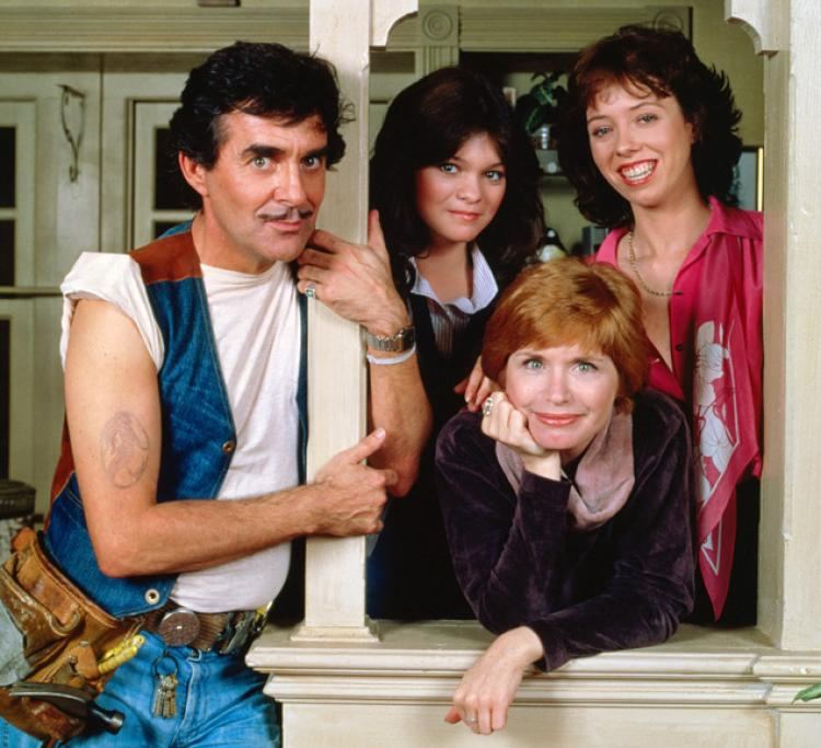 Pat Harrington Jr., Valerie Bertinelli, Bonnie Franklin and MacKenzie Phillips in One Day at a Time.