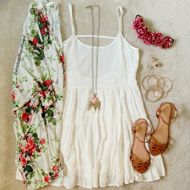 @whatdoesthegiraffewear styled our Rose Kimono once again with pretty white dress this time!