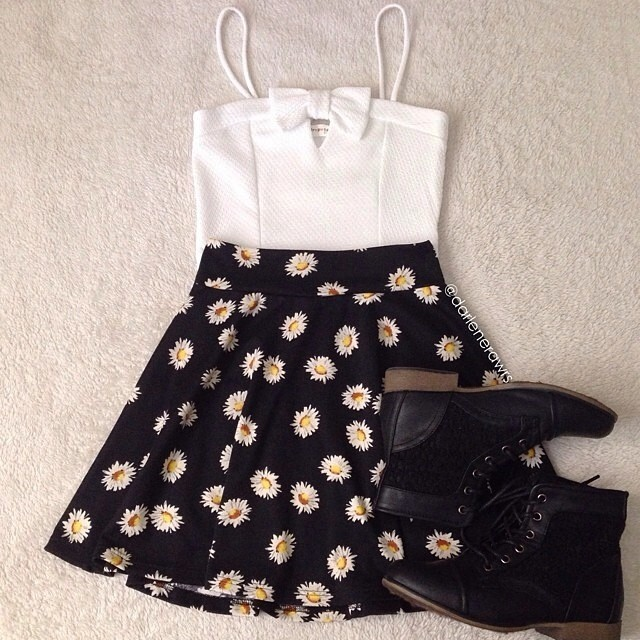 @darlenerawrs styled our Cindy Bow Crop Top with a daisy skirt and boots.