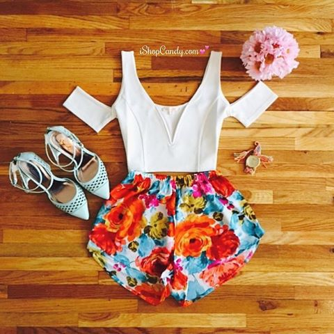 Spring is among us 💐 Breathe in the fresh air in style! Shop: www.ishopcandy.com | #ishopcandy #ootd #outfit #fashion #floral #spring
