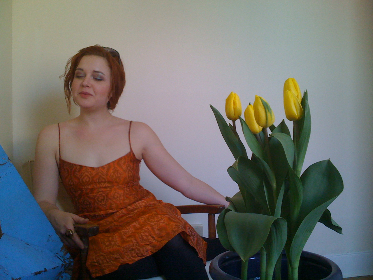 Lovely Marissa brought some tulips to brighten up my new diggs.