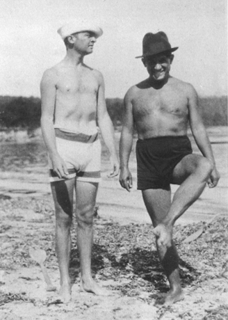 Gerald Murphy and Pablo Picasso, La Garoupe beach, Antibes, July 1923