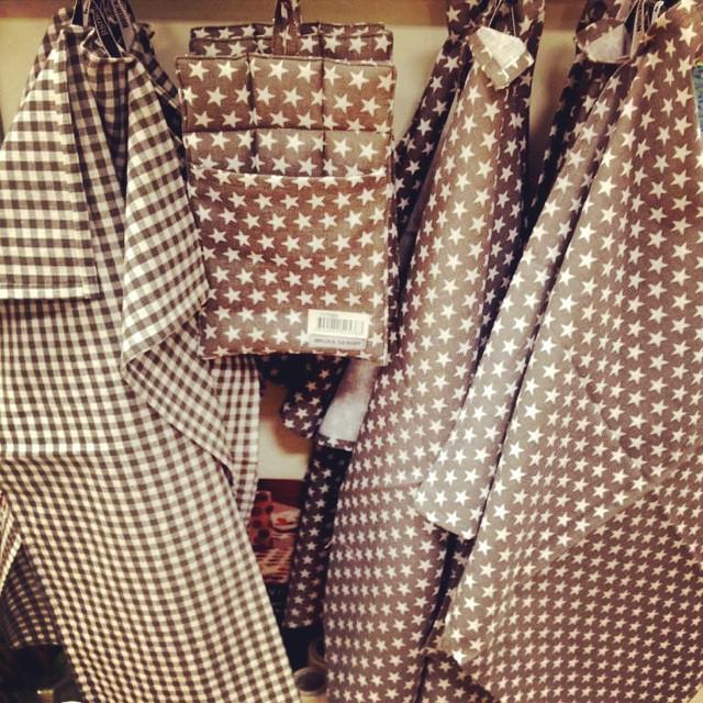 De är stjärnklart i butiken, super läckra handdukar & grytlappar från Bruka! #brukadesign #interiör #inspiration #inredning #artinmora