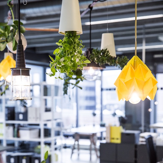 🔸🔸origami lamp 🔸🔸 thanks to @snowpuppe @whatwedodk #lamp #interior #bastianliu #yellow #origami #interiordesign #indretning #officespace #kaospilot #aarhus photo @lise_balsby