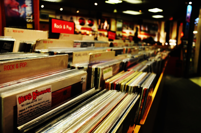 Risultati immagini per vinyl store
