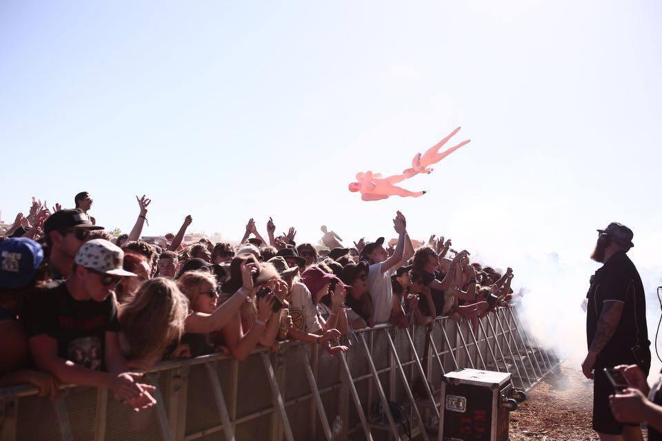 Dune Rats' crowd.