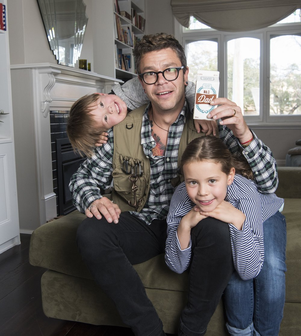 Dylan Lewis with his kids enjoying his No.1 Dad titled Father's Union bev!