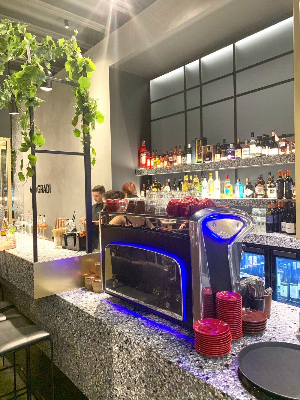 The 400 Gradi bar
