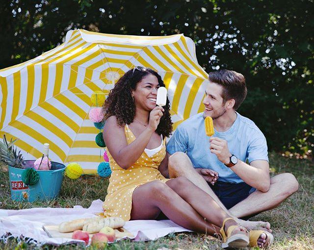 Macht ihr diesen Sommer schön fleißig viele Eis-Picknicke? Wir auf jeden Fall 🌻🌻🌻 • • • /Anzeige/ #picnicdate #picnicinthepark #happycouple #summervibes #popletasnbg #popletas #icecreamlover #iceicebaby #summerday #eisamstiel
