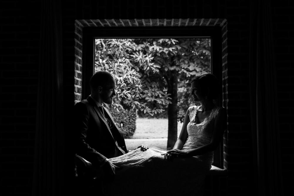 Fotoreportage van huwelijksfotograaf iso800. Het is niet schoon, we weten het. Maar eerlijk is eerlijk: wij waren erg blij dat onze conculega-fotograaf moest afbellen wegens ziekte. We wensen hem uiteraard veel beterschap toe, maar de top-dag waarop Inge en Nick schitterden, die wensten we vooral onszelf toe.