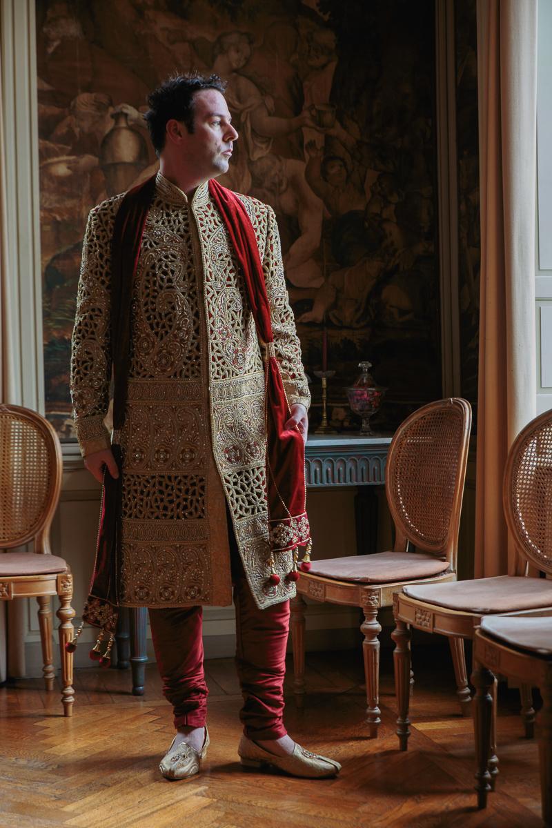 Onze eerste homohuwelijk van iso800 was er één die de lat enorm hoog legde voor de volgers. Maarten en Sunfil, die in Londen wonen, kwamen naar België om er een hindu huwelijk te vieren tussen een ware ridder en een Oosterse prins. Onze huwelijksfotografen verlieten het feest toen het nog volop aan de gang was in Poortackere in Gent.