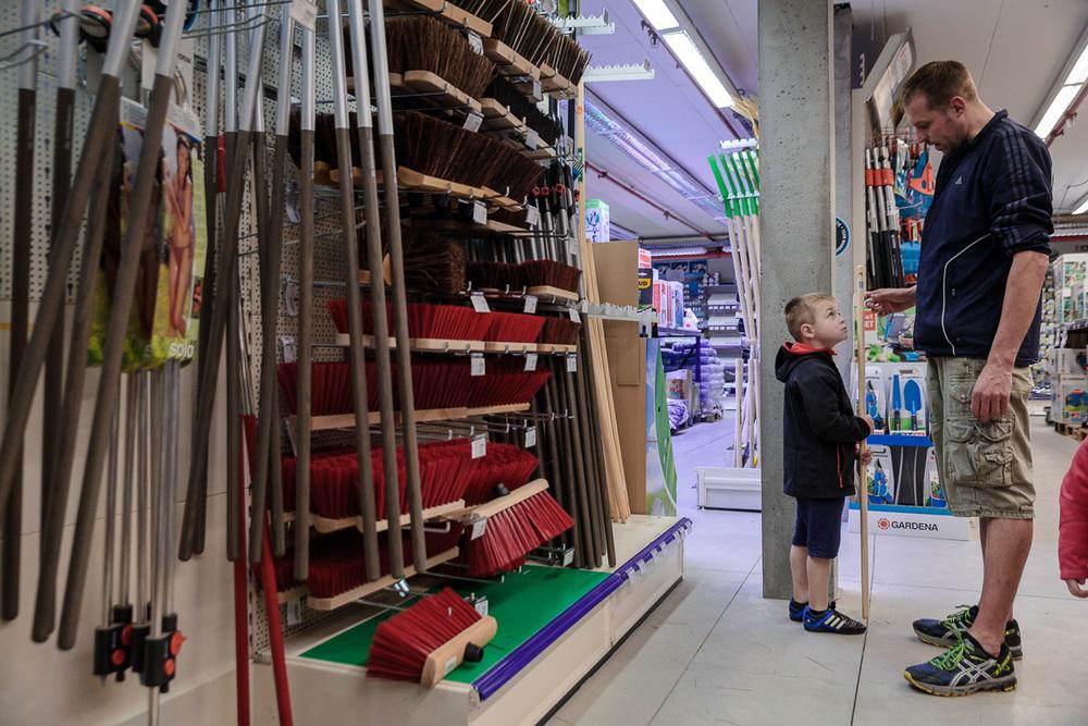 CEVO (Westerlo) bestond in 2015 40 jaar. Om de gelegenheid te vieren, werd iso800 gevraagd om wat sfeerbeelden te maken uit de winkel.