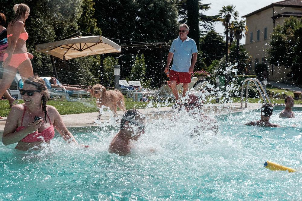 iso800-huwelijksfotografie-zwembad-Toscane
