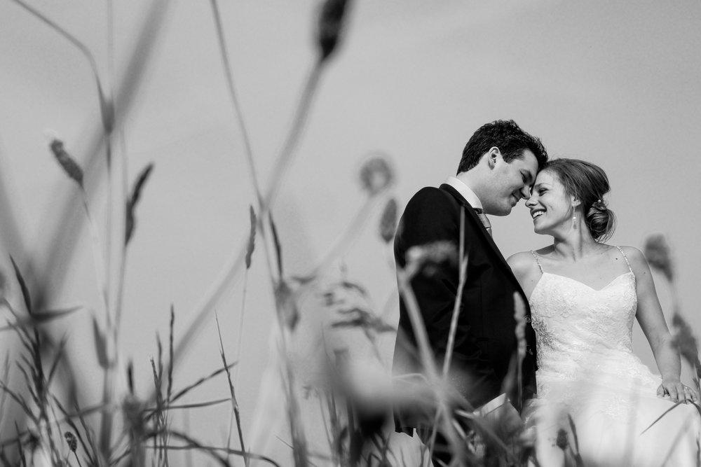 De huwelijksfotografen van iso800 zijn wederom te gast geweest bij een fantastisch feest, het huwelijk van Valérie en Steven. Vertrekken deden we in Brasschaat, vanwaar we naar het gemeentehuis in Kapellen reden, en nadien naar de kerk vlakbij. Het feest zelf ging dan weer door in het mooie Bebronna in Kallo. Fotoshoot.