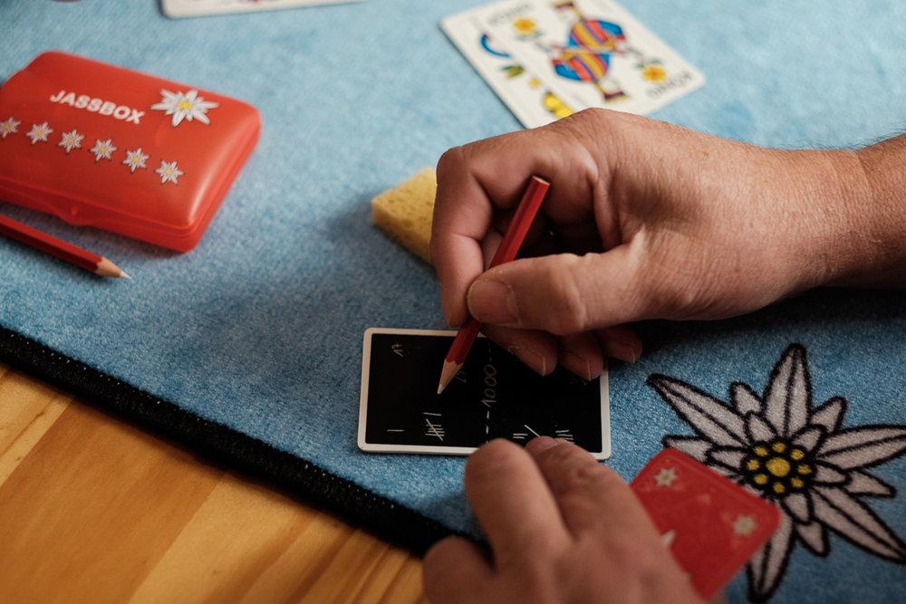 We hebben het grote voorrecht te mogen samenwerken met het geweldige Cartamundi. Cartamundi is wereldspeler (woordspeling!)in speelkaarten en gezelschapsspelletjes. is800 helpt hen leuke producten op een passende manier in beeld te brengen. Fotoshoot voor Jassbox spelletje.