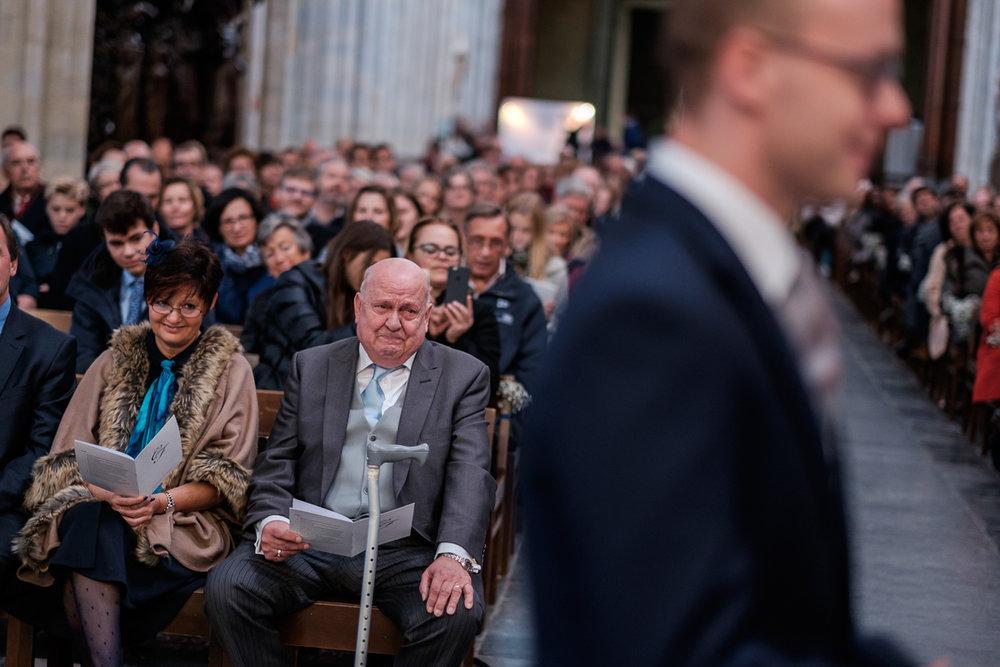 De huwelijksfotograaf van is800 was erbij toen Camille en Francis elkaar het jawoord gaven. Kort samengevat zag dat er zo uit: Een huwelijk in de kathedraal (koor incluis), een feest in zaal Horta , een bruid in prinsessenkleed, een bruidegom die één en al stijl uitademt.