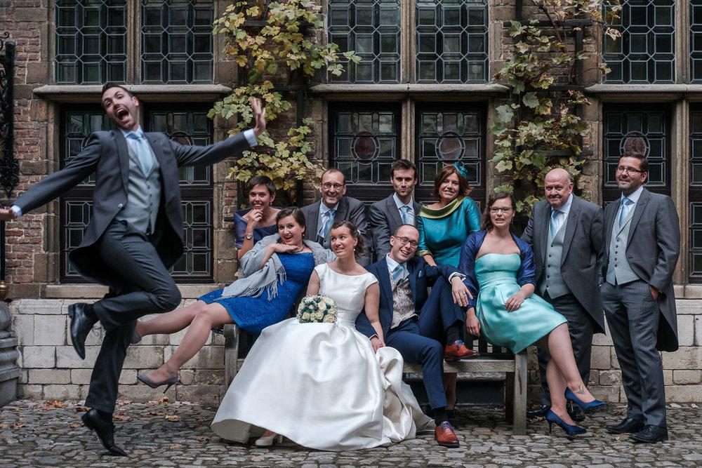 De huwelijksfotograaf van is800 was erbij toen Camille en Francis elkaar het jawoord gaven. Kort samengevat zag dat er zo uit: een huwelijk in de kathedraal (koor incluis), een feest in zaal Horta , een bruid in prinsessenkleed, een bruidegom die één en al stijl uitademt. Groepsfoto in het Rubenshuis.