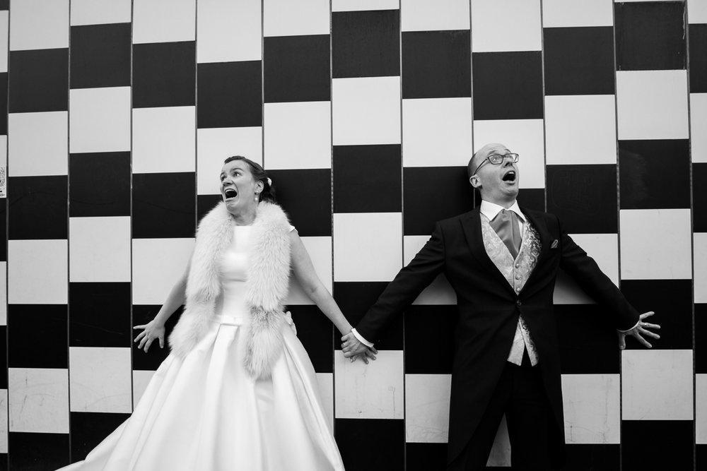 De huwelijksfotograaf van is800 was erbij toen Camille en Francis elkaar het jawoord gaven. Kort samengevat zag dat er zo uit: een huwelijk in de kathedraal (koor incluis), een feest in zaal Horta , een bruid in prinsessenkleed, een bruidegom die één en al stijl uitademt. Shoot van het kersverse bruidspaar in centrum antwerpen.
