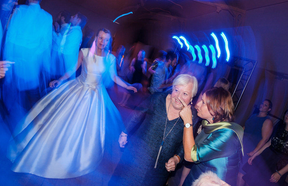 iso800-huwelijksfotograaf-antwerpen-horta-dansen