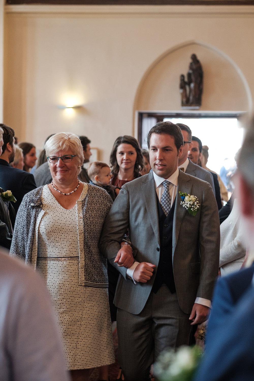 Britt & Jens zagen samen al de helft van de wereld, maar trouwen wilden ze graag in 'hun' Antwerpen.Met de huwelijksfotografen van iso800 trokken ze naar een pittoresk kerkje Lillo, vaarden met het prachtige zeilschip Marjorie II over de Schelde naar de voet van het MAS en gingen van daaruit het naar feestzaal LaRiva.