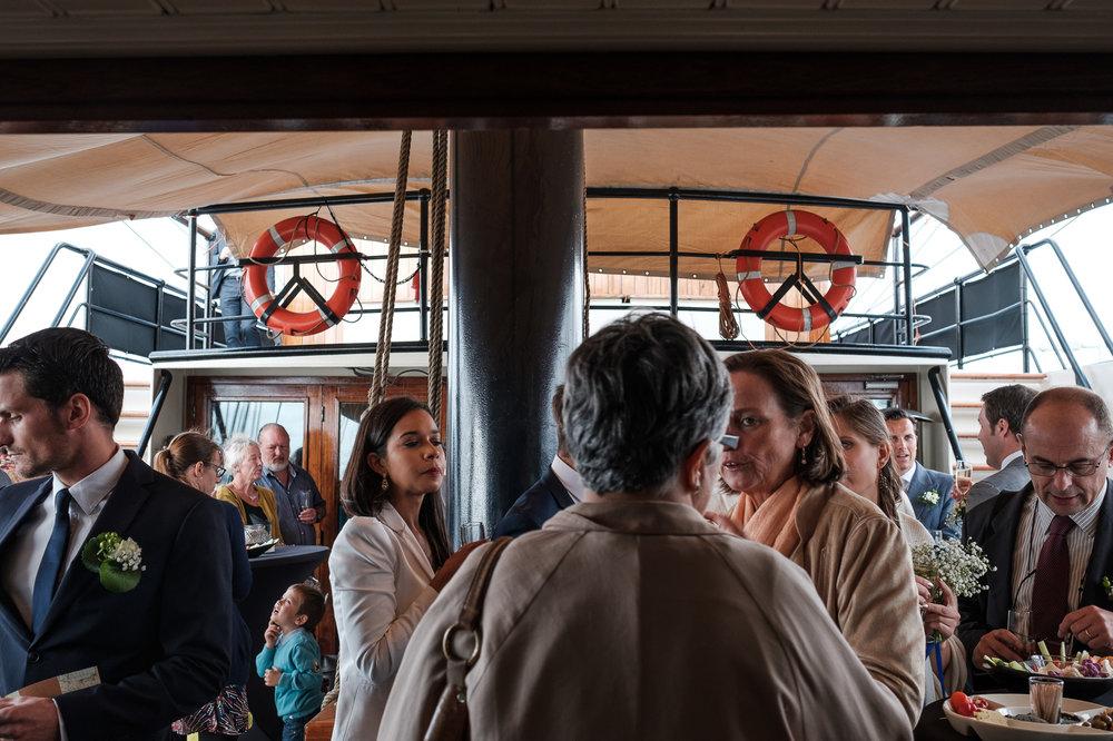 Britt & Jens zagen samen al de helft van de wereld, maar trouwen wilden ze graag in 'hun' Antwerpen.Met de huwelijksfotografen van iso800 trokken ze naar een pittoresk kerkje Lillo, vaarden met het prachtige zeilschip Marjorie II over de Schelde naar de voet van het MAS en gingen van daaruit het naar feestzaal LaRiva. De receptie op het prachtige zeilschip Marjorie II.