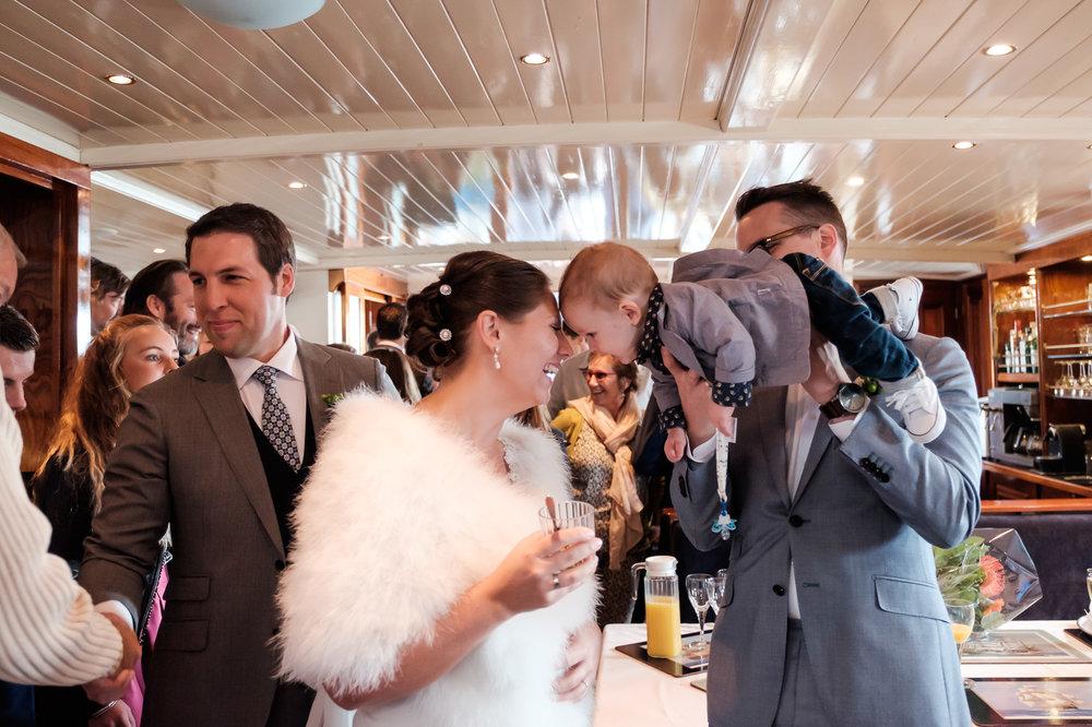 Britt & Jens zagen samen al de helft van de wereld, maar trouwen wilden ze graag in 'hun' Antwerpen.Met de huwelijksfotografen van iso800 trokken ze naar een pittoresk kerkje Lillo, vaarden met het prachtige zeilschip Marjorie II over de Schelde naar de voet van het MAS en gingen van daaruit het naar feestzaal LaRiva. Receptie op het prachtige zeilschip, Marjorie II.