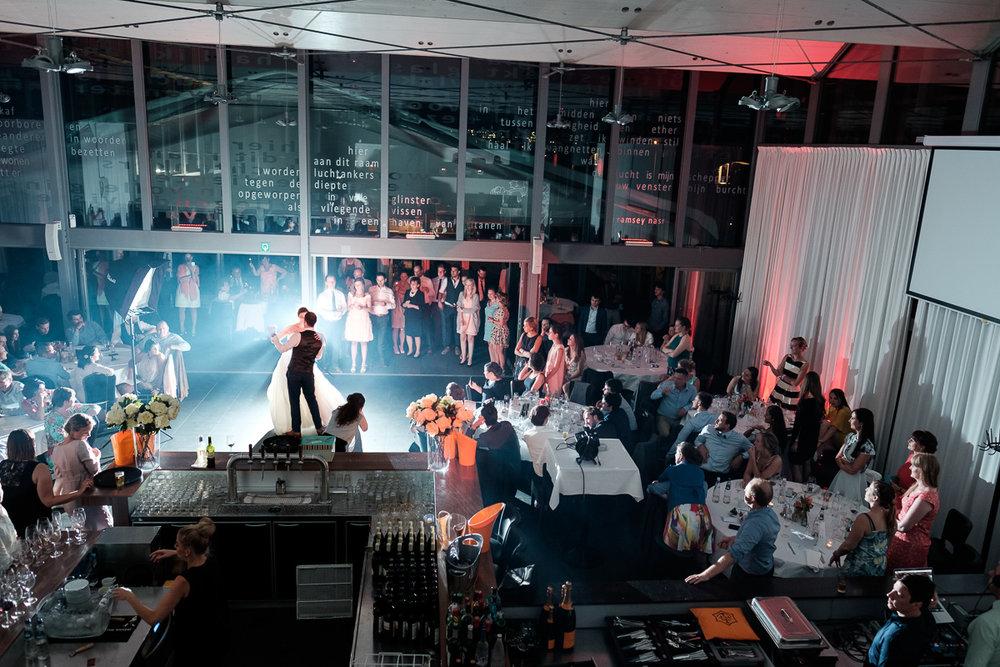 iso800 blikt terug op het voorbije jaar. In 2016 trokken de huwelijksfotografen en videografen van de Ardennen tot Toscane, van openingsdansen met fanfares tot heelder receptietafels in een zwembad. Een overzicht van de leukste beelden uit 2016. Openingsdans in Brebonna, Kallo.